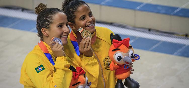 Nadadoras brasileiras comemoram medalhas nos 6º Jogos Mundiais Militares