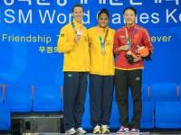 A sargento da Marinha Etiene Medeiros ganhou duas medalhas de ouro: uma nos 50 m livre e outra nos 100 m costas