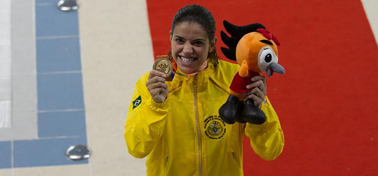 Pâmela Souza ganhou a medalha de ouro nos 200 m peito