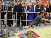Na oportunidade, a comitiva presidencial conheceu as etapas de produção, a linha de montagem da aeronave e as demais instalações da fábrica