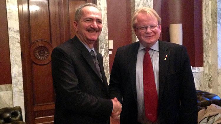 Ministro Aldo Rebelo se reúne com ministro da Defesa da Suécia e participa de encontro com empresários