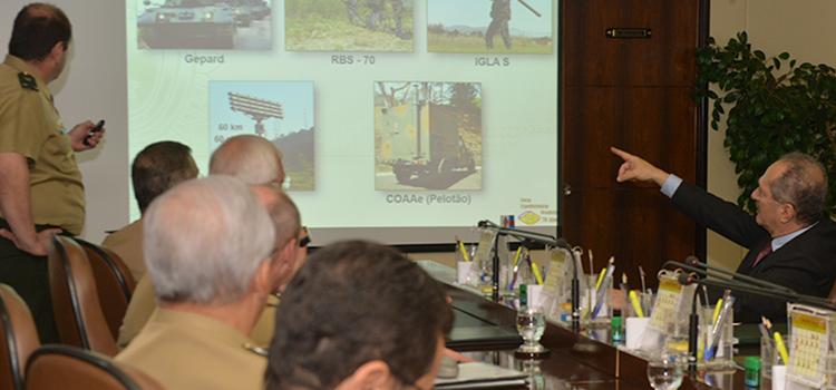 Ministro Aldo conhece programas como o Sisfron e os blindados Guarani, iniciativas estratégicas do Exército