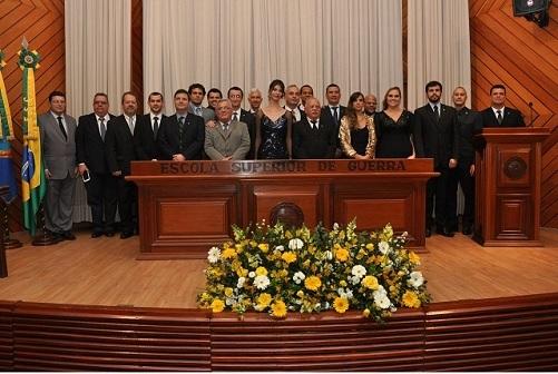 Formandos em foto oficial da turma do CEPE