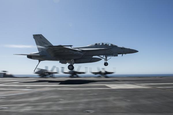 FAB e US Navy começam treinamentos de combate aéreo