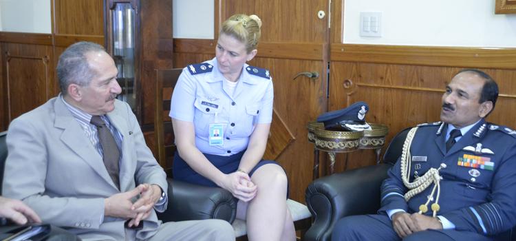 Comandante da Força Aérea Indiana, marechal-do-ar Arup Raha, visita ministro Aldo Rebelo
