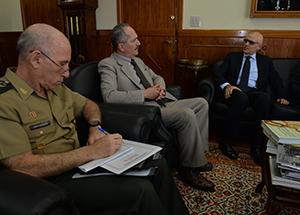Brasil estreita cooperação na área de defesa com Índia e Itália
