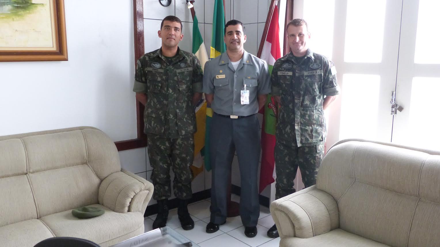 Delegacia da Capitania dos Portos em Laguna recebe Comandantes do Exército de Tubarão-SC