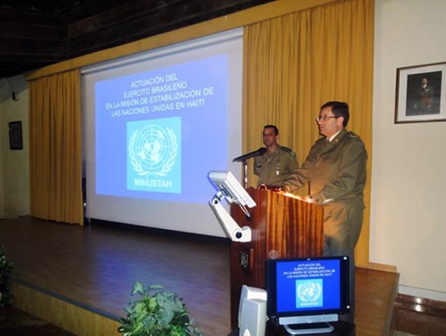 Palestra para o Exército de Terra Espanhol sobre a Missão Brasileira no Haiti
