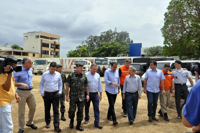 Ministro da Integração Nacional e o Comandante Militar do Leste visitam a cidade de Colatina afetada pelo rompimento das barragens da Samarco