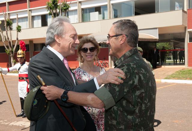 Ministro Lewandowski faz visita ao 1º RCG