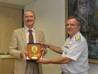 Ministro Aldo recebe escudo do 8º DN