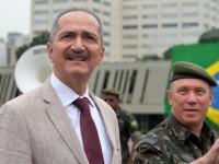 Ministro Aldo Rebelo visita o Comando Militar do Sudeste, acompanhado do comandante, general Mauro César Cid Lourena