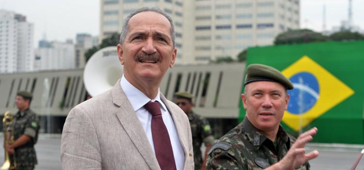 Ministro Aldo conhece as atividades do Comando Militar do Sudeste