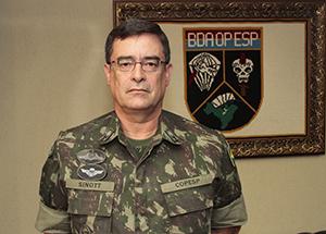 Comandante de Operações Especiais, general Mauro Sinott Lopes