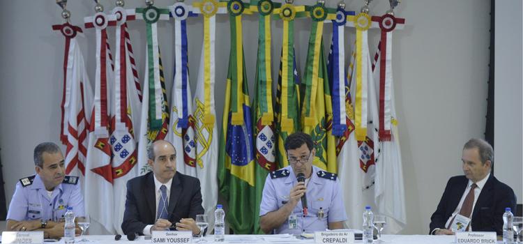 Diretor de Produtos de Defesa (DEPROD), brigadeiro Crepaldi coordena debate sobre fortalecimento de produtos de Defesa no Brasil