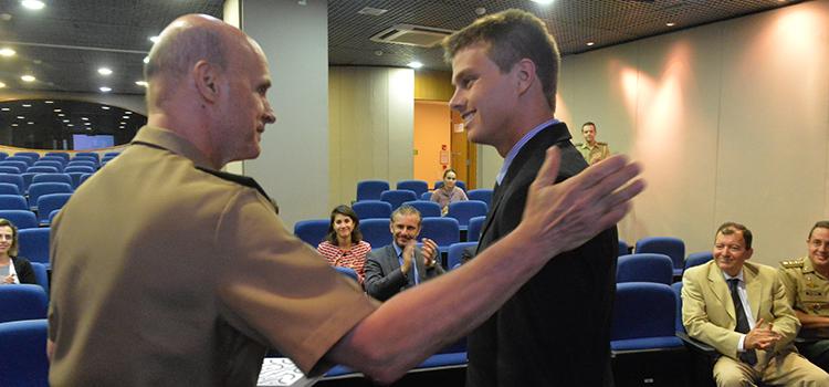 Aprovados para carreira diplomática conhecem unidades militares das Forças Armadas