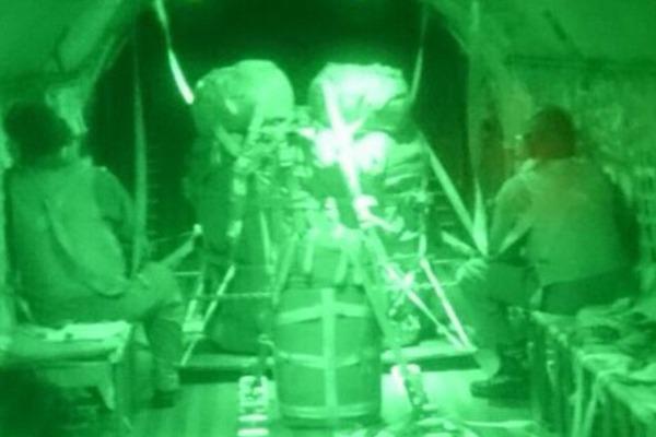Esquadrão Arara emprega NVG em lançamento de carga a 180 metros de altura
