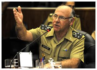 General José Carlos De Nardi deixa chefia do EMCFA e almirante Ademir Sobrinho assume o cargo