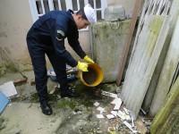 Militar da Marinha colaborando na ação de combate à dengue