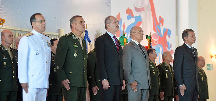 O evento do Exército iniciou com honras militares ao ministro Aldo Rebelo e a execução do Hino Nacional.