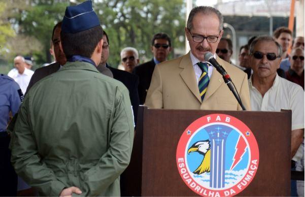 Ministro destaca papel da Esquadrilha da Fumaça na divulgação das Forças Armadas