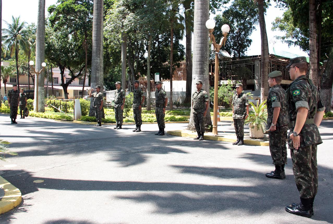 Visita do Comandante Militar do Leste ao HCE