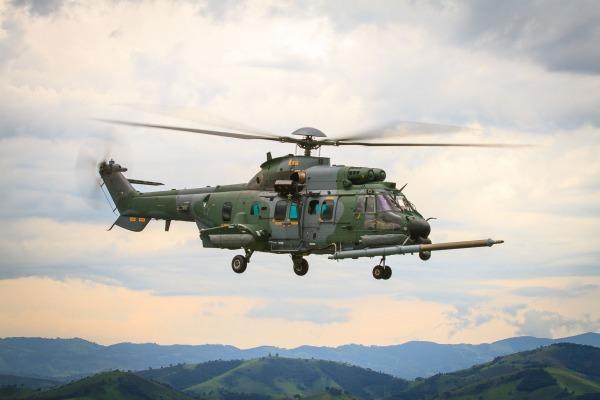 FAB recebe helicóptero capaz de reabastecer em voo e com sistema de autodefesa