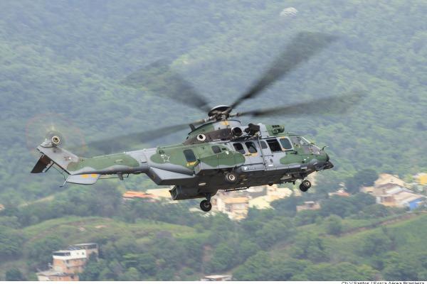 Depois de 29 anos e 48 mil horas de voo, helicóptero H-34 faz último voo no RJ