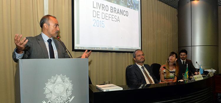 Livro Branco da Defesa da Argentina é lançado no Brasil
