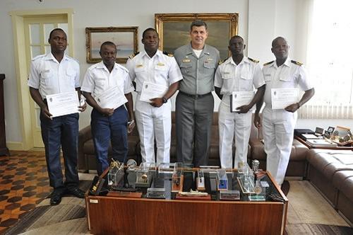 AMRJ recebe militares da Marinha da Nigéria para intercâmbio em suas instalações