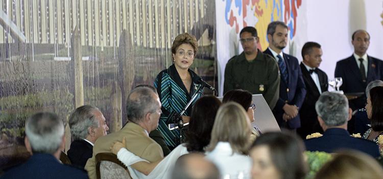 Brasil não vai abrir mão dos projetos prioritários da Defesa, diz a Presidenta Dilma