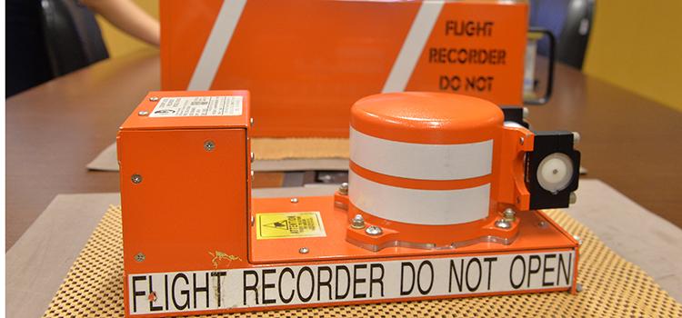 A caixa-preta do avião é o equipamento que armazena os dados de um voo.
