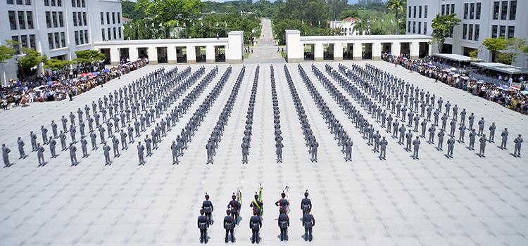 A solenidade é uma das mais importantes da AMAN e representa o cumprimento da missão de formar o oficial de carreira