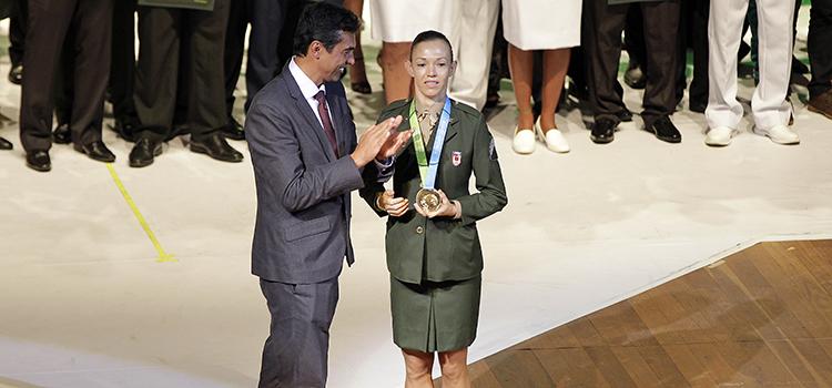 Atletas militares são premiados esportistas do ano