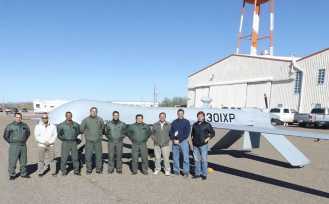 Militares do CAvEx visitam sede da General Atomics na Califórnia