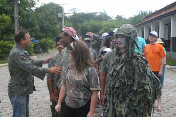 Base de Florianópolis recebe colônia de férias para alunos com necessidades especiais