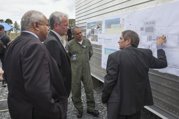 Ministro das Comunicações conhece obras de infraestrutura de solo para operar satélite