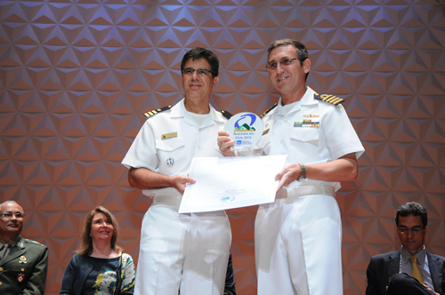 Entrega do prêmio à Escola Naval