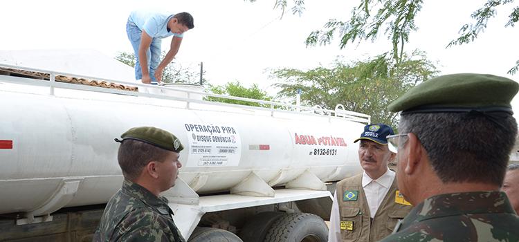 A Operação Carro-Pipa resulta da cooperação entre os ministérios da Integração Nacional e da Defesa