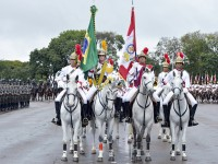 Militares do 1º Regimento de Cavalaria de Guardas