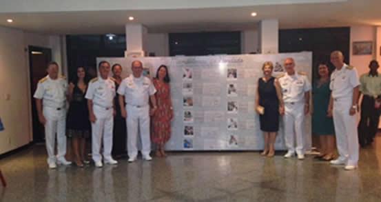 A Família Naval prestigiando a exposição