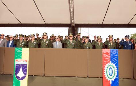 Exército realiza a substituição da Bandeira Nacional na Praça dos Três Poderes
