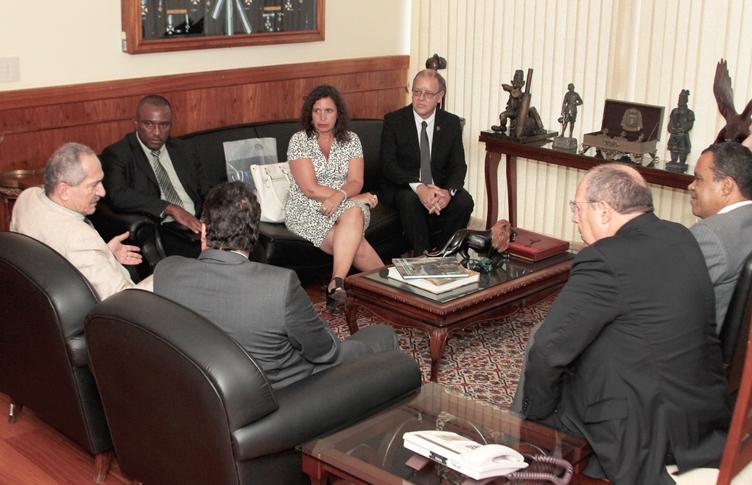 Diretores da Casa da Moeda são recebidos no Ministério da Defesa