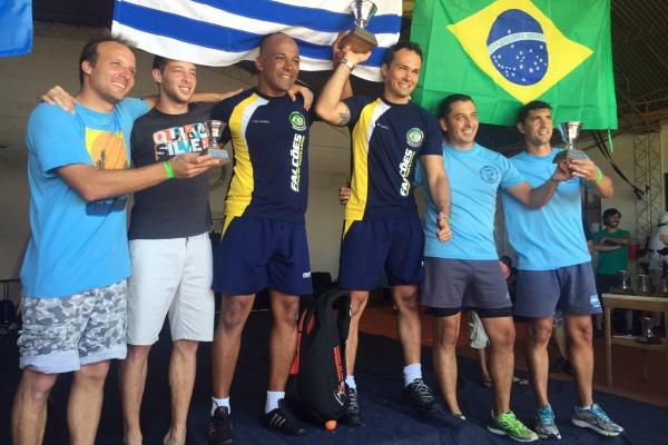 Militares da FAB vencem torneio internacional de paraquedismo no Uruguai