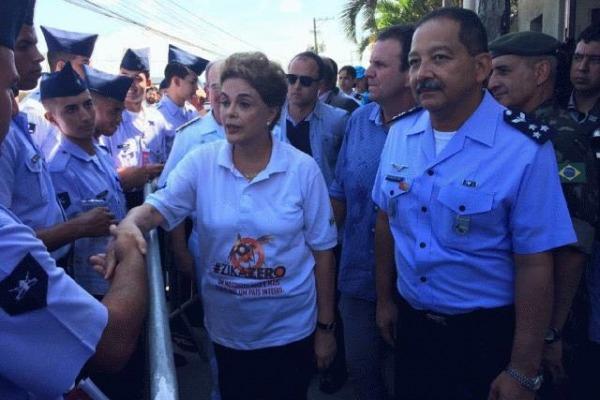 Presidente Dilma e Comandante da Aeronáutica acompanham ações contra mosquito