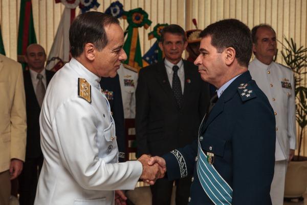 Oficial-general da FAB assume chefia de assuntos estratégicos do Ministério da Defesa