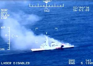 Marinha simula ataque em navio com munição real