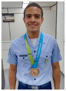 Atleta da FAB, Bernardo Oliveira, medalhista na modalidade tiro com arco, no Pan de Toronto. Foto: arquivo MD