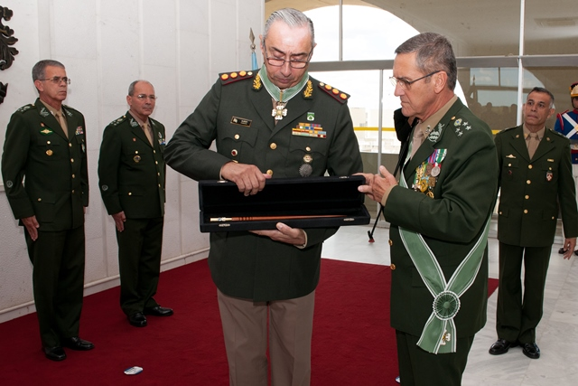 Chefe do Estado-Maior Geral do Exército Argentino visita o Comando do Exército