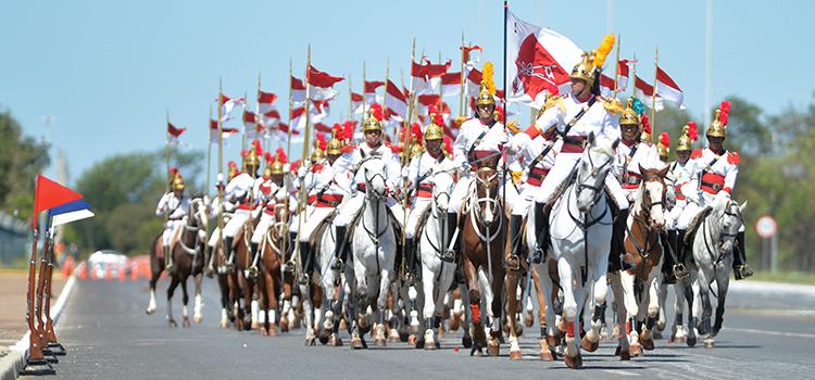 Desfile do 1º Regimento da Cavalaria de Guarda do Exército, popularmente conhecido como Dragões da Independência